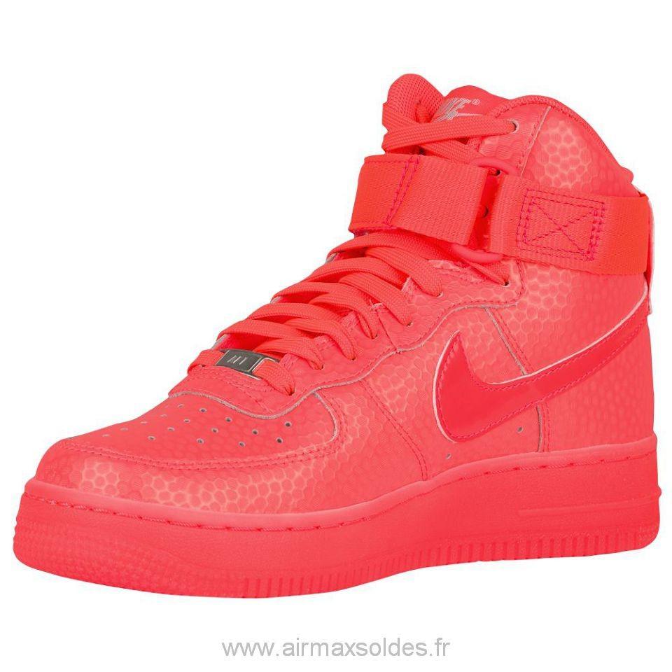 57601a60beafad basket nike rouge femme